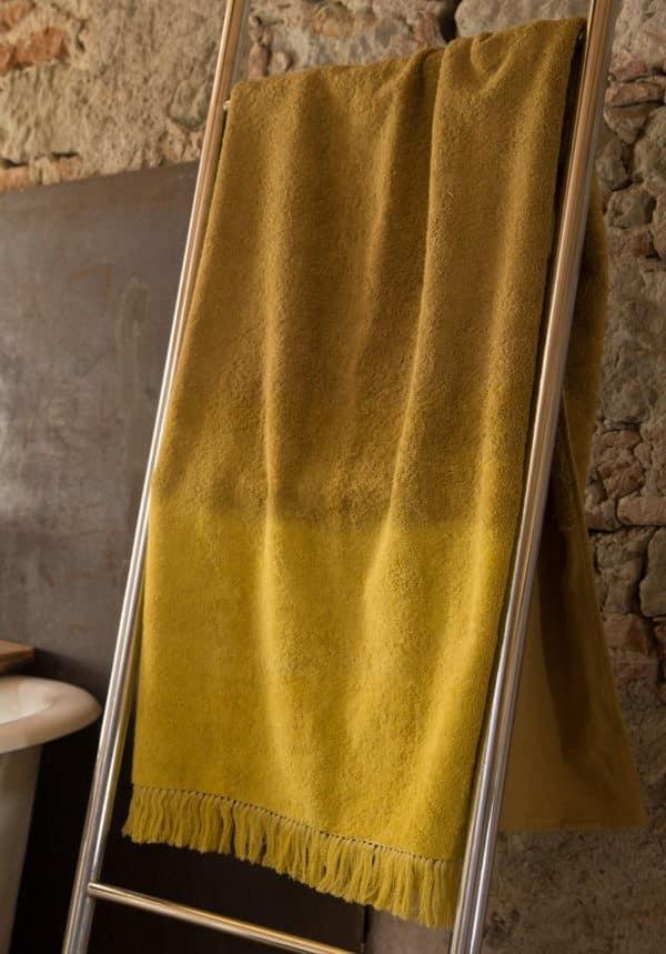 drap de bain éponge jaune curry lldeco